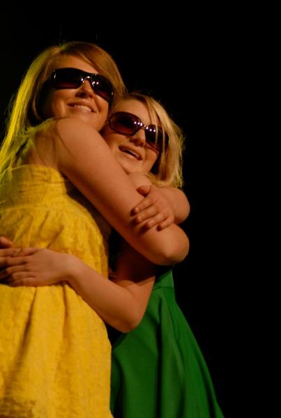 Linn och Fanny kommer med solsken