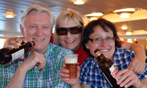 Peter, Karin o Ulla släcker törsten